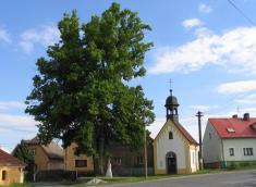 Kaple na návsi 2004
