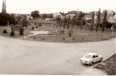 Náves, dříve bývalý rybník okolo roku 1978