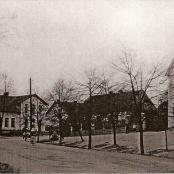 Historické centrum obce tvoří náves s kapličkou z 2.pol. 19.stol v její jižní části - rok 1935