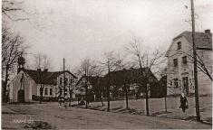 Historické centrum obce tvoří náves skapličkou z2.pol. 19.stol vjejí jižní části - rok 1935