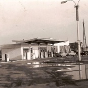 Benzinová pumpa - těsně po otevření